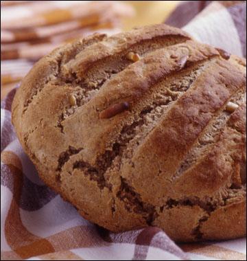 Avec quelle farine pétrit-on la pâte qui donnera le pain de l'arbre, en Ardèche ?