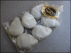 Les Mentchikoffs sont des délicieuses friandises de la ville de Chartres. Il s'agit de chocolats pralinés, enrobés de glaçage...