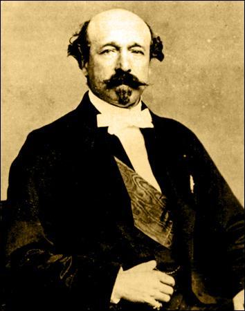 En 1860, à l'âge de 20 ans, Alphonse Daudet est engagé comme secrétaire du demi-frère de Napoléon III, le duc de ... . Ce travail lui laisse pas mal de temps libre pour écrire.