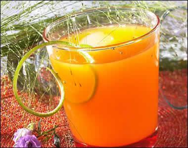 Martini blanc sec, du jus de fruit de la passion, du jus de litchi ou de mangue, du jus de citron, du sirop de pêche. Qu'ajoutez-vous pour en faire un apéritif chinois ?