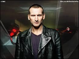 Comment s'appelle l'acteur qui a joué le rôle du neuvième docteur ?