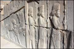 Qui sont les descendants directs des Perses que l'on voit gravés sur les murs de Persépolis ?
