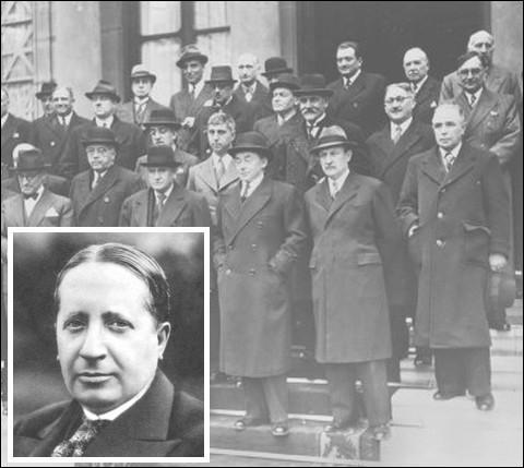 Opposé à l'Armistice et au pouvoir autoritaire en voie de constitution, il est arrêté le 17 juin 1940 sur l'ordre de Pétain...