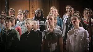 Laquelle de ces chansons est interprétée par la chorale lors du spectacle de fin d'année ?