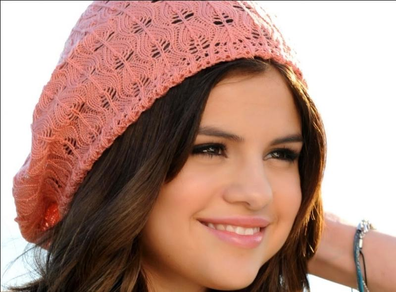 Quand a commencé la carrière cinématographique de Selena ?