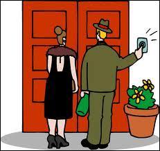 As-tu vu les visiteurs qui sont (venir) hier ?