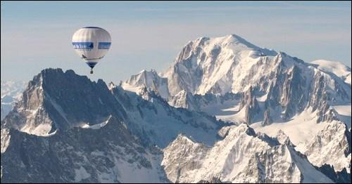A combien de mètres d'altitude culmine le Mont Blanc ?