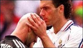 Durant la Coupe du monde de football en 1998, Laurent Blanc avait pour rituel d'embrasser le crâne d'un membre de son équipe avant chaque match. Il s'agissait de :