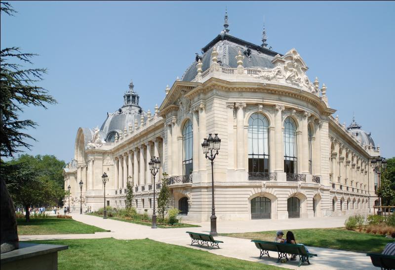 A quelle occasion fut construit le Petit Palais, aujourd'hui musée des beaux-arts de Paris ?