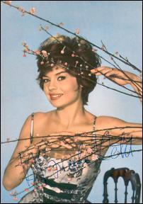 """Cette actrice française a connu le succès dans les années 50-60, et reçut le prix Suzanne-Bianchetti pour son rôle dans """"Les Tricheurs"""" de Marcel Carné. Quel est son nom ?"""