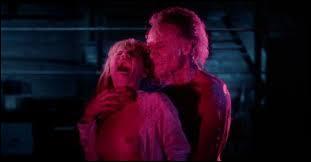 Sorti en 1981, c'est un film italien réalisé par Lucio Fulci. C'est l'histoire d'une jeune femme qui hérite d'un hôtel à La Nouvelle-Orléans. Dans quel film peut-on voir ce zombie ?