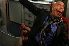 Sorti en 1980, c'est un film italo-mexicano-espagnol réalisé par Umberto Lenzi. C'est l'histoire d'un avion qui atterrit sur la piste d'aéroport d'une grande ville. De cet avion, descend une horde de zombies affamés et aux visages défigurés. De là, l'épidémie commença... Dans quel film peut-on voir ce zombie ?