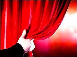 Dans un opéra, qu'y a-t-il derrière les rideaux ?