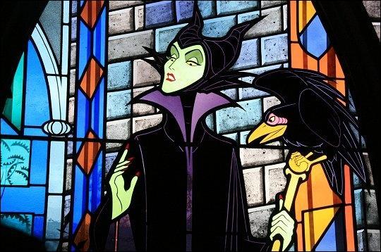 Comment se fait appeler cette sorcière ?