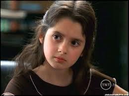 Qui est cette jeune fille devenue maintenant belle et grande ?