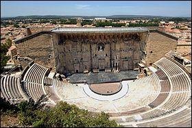 Dans quelle région, peut-on voir le Théâtre antique d'Orange ?