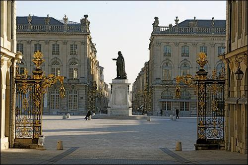 Dans quelle région, peut-on visiter la place Stanislas dans la ville de Nancy ?