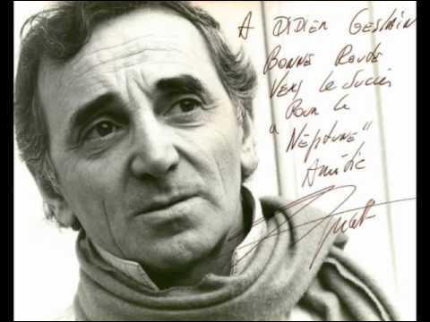 En 1965, Charles Aznavour raconte l'histoire d'un peintre qui se souvient avec nostalgie de sa jeunesse passée sur les hauteurs de Montmartre !