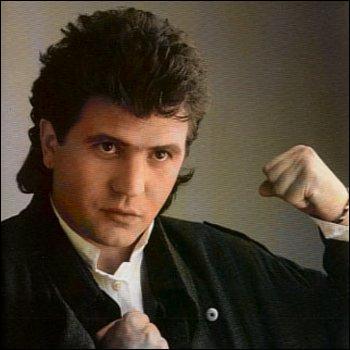 """En 1985, le refrain de la chanson """"..."""" de Daniel Balavoine met en scène la symbolique de la bouteille à la mer qui revient sans cesse vers son lanceur."""
