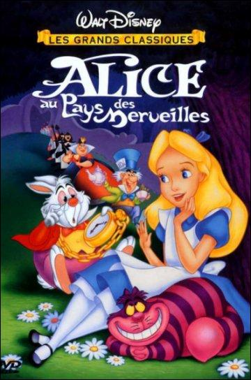 """Dans """"Alice au pays des merveilles"""", quelle partie du visage apparaît en premier lorsque le chat fait son apparition dans la forêt devant Alice ?"""