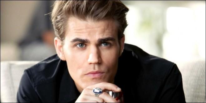 Dans la saison 5, qui libère Stefan qui se trouve dans un coffre où il se noie depuis trois mois ?