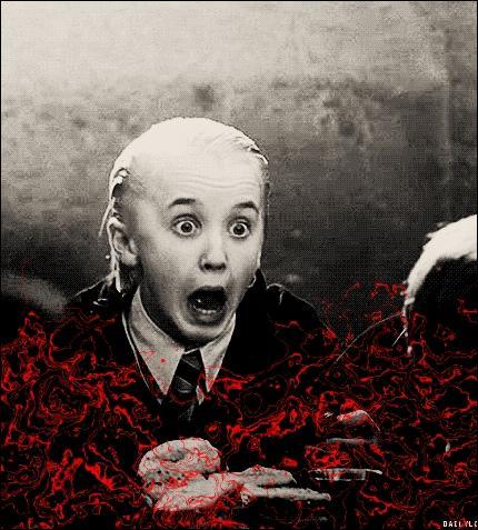 Comme dans la  Stratégie Ender , Harry massacre son ennemi dans la douche, il y a du sang partout...