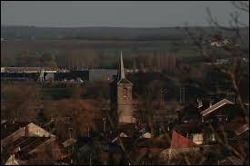 Voici une vue du village lorrain de Val-de-Bride, dans l'arrondissement de Château-Salins. Il se situe dans le département ...