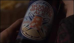 Dans cet épisode, Spencer, grâce au journal codé d'Alison, se rend dans un restaurant et comprend alors qui est  Board Shorts , qui est-ce ?