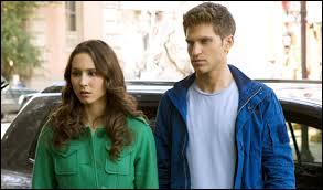 Dans l'épisode 6, Spencer et Toby s'aventurent dans une ville assez  étrange , mais laquelle ?