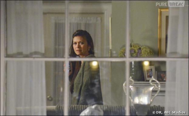 Dans l'épisode 7, que se passe-t-il à la maison d'Emily ?
