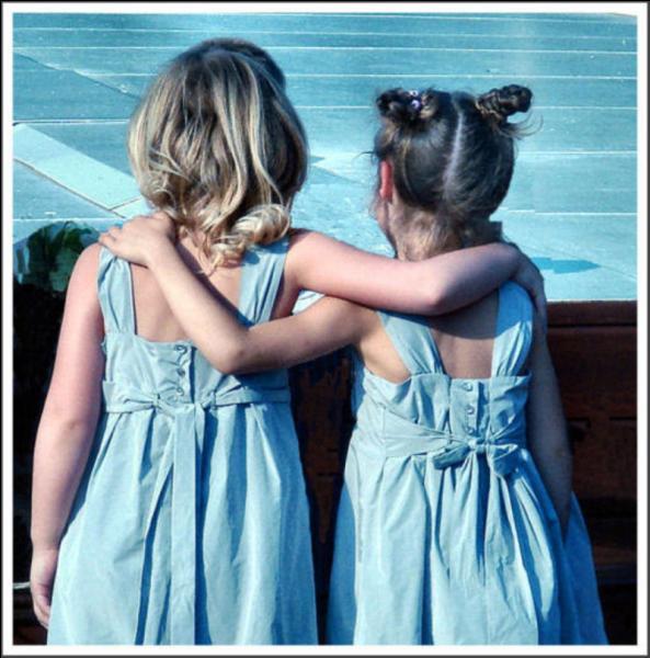 """""""Deux petites filles en bleu"""", paru en 2006, est un roman à suspense de :"""