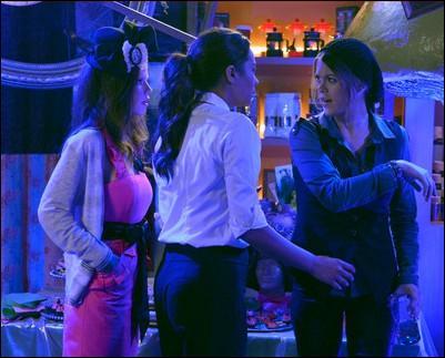 Pendant la soirée d'anniversaire de Jenna, dans la saison 3, à quoi Paige veut-elle son cupcake ?