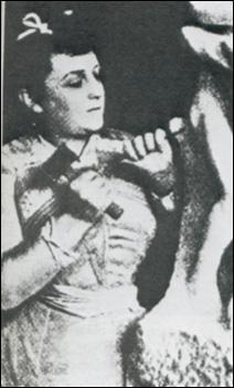 Camille Claudel aurait sombré dans la paranoïa. Pendant combien d'années fut-elle enfermée en asile psychiatrique ?
