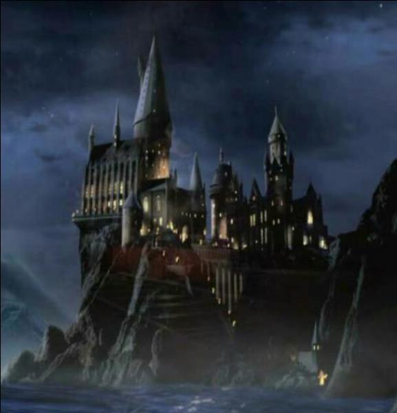 Comment s'appelle l'école de Harry Potter ?