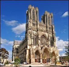 François 1er a été sacré roi de France à l'âge de 20 ans, le 25 janvier 1515 dans la cathédrale de Reims. A quelle dynastie royale appartenait-il ?