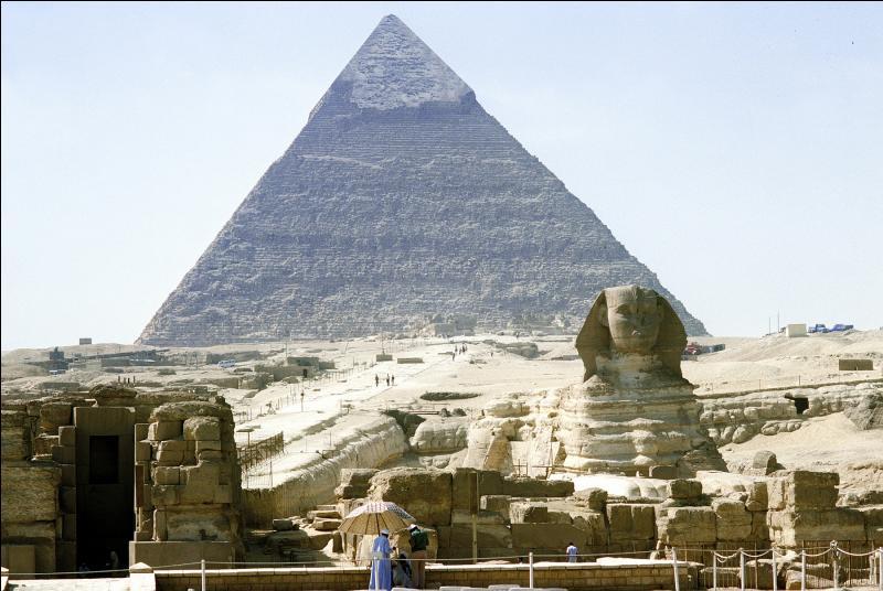 """Mon premier est une interjection, mon deuxième n'est pas habillé, mon troisième précède """"ter"""", les Egyptiens adoraient mon tout !"""