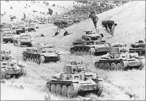 Quel est le principal facteur ayant conféré la victoire des divisions blindées allemandes lors de l'invasion de l'Union soviétique au printemps 1941 ?