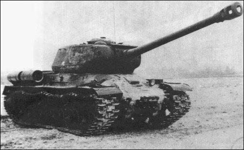 L'IS-2 était un char lourd russe emportant un canon-obusier de ...