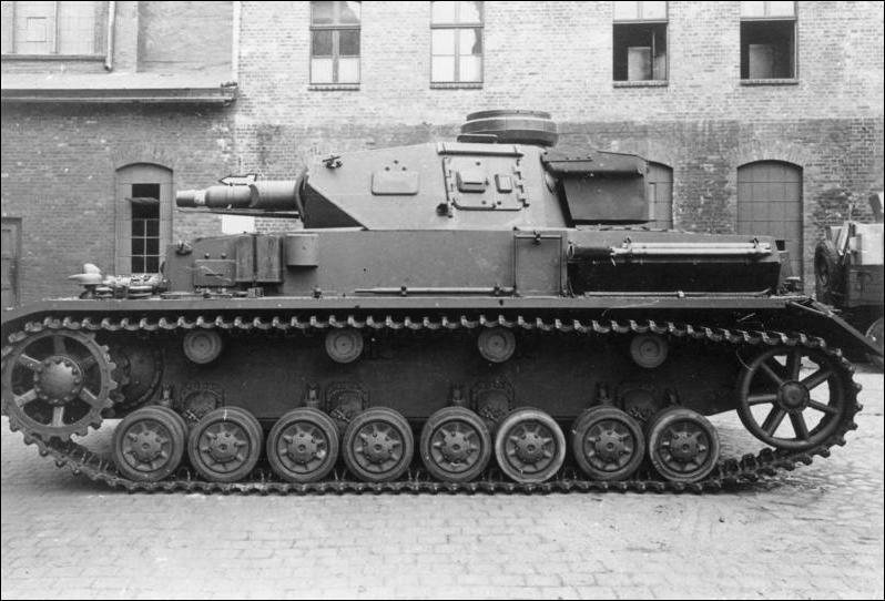 Quel blindé allemand muni d'un canon court de 75 mm était principalement destiné à l'appui d'infanterie ?