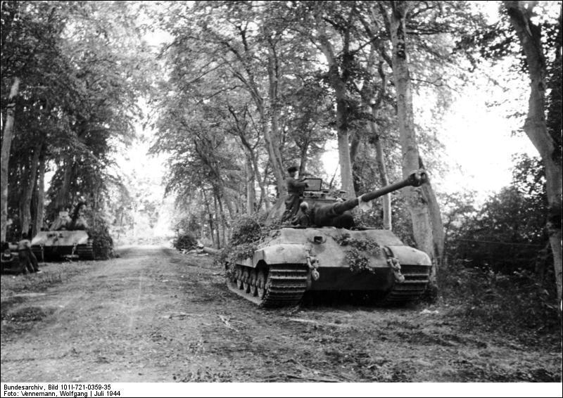 Quel blindé allemand de presque 70 tonnes succède au célèbre Tigre à la fin du conflit ?