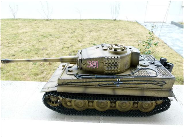 De quelle arme redoutable était équipé le premier modèle de Tigre mis en service ?