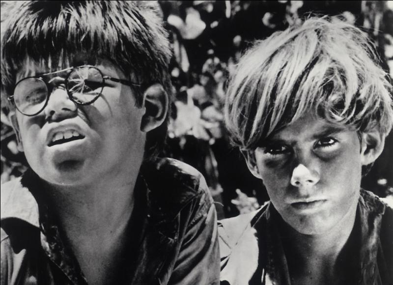 L'écrivain anglais William Golding publie en 1954 un roman mettant en scène des enfants livrés à eux-mêmes sur une île déserte, après le crash de l'avion qui les transportait. Quel en est le titre ?