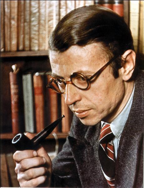"""Quel écrivain et philosophe français, dont c'était la première pièce de théâtre, est l'auteur de ce drame en trois actes intitulé """"Les Mouches"""" ?"""