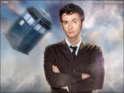 Le docteur se fait appeler John Smith quand il veut se faire passer pour un humain.