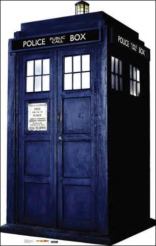 Le vaisseau du docteur s'appelle le Titanic.