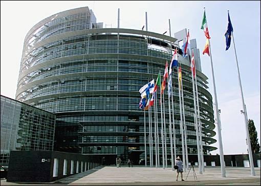 Combien de pays rejoignent-ils l'Union européenne le 1er mai 2004 lors de la première phase du cinquième élargissement?