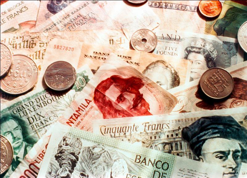 Quel est le nom du remplaçant du Serpent monétaire européen qui entre en vigueur le 13 mars 1979?