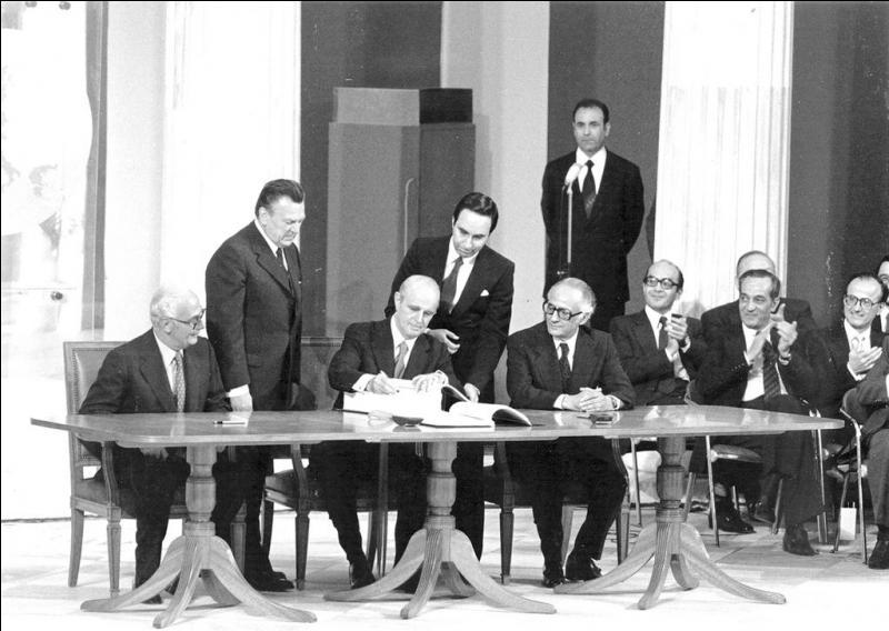 Quel pays adhère t-il à la Communauté économique européenne en 1981?
