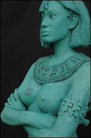 """Qui est cette femme """"pharaon"""" dont le règne se caractérise par la construction d'un temple magnifique et ayant organisé une expédition en pays de Pount ? Elle en ressort glorifiée."""