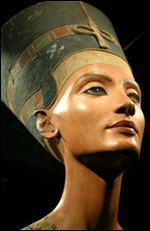 Qui est cette épouse du pharaon Aménophis IV, célèbre surtout pour sa beauté ?